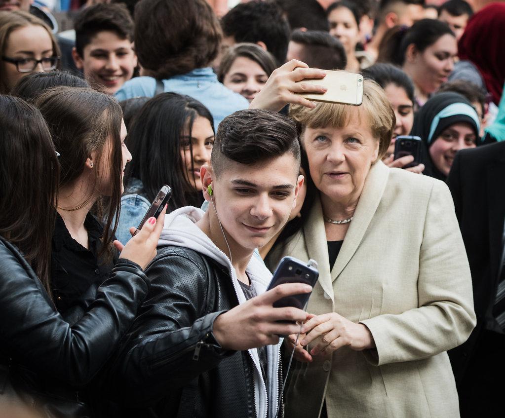 Bk´in Merkel besucht Roentgen-Schule